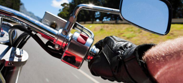 Faire de la moto, les équipements indispensables